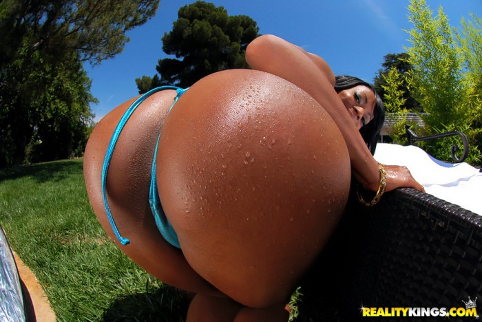 Eve Madison Round Ass